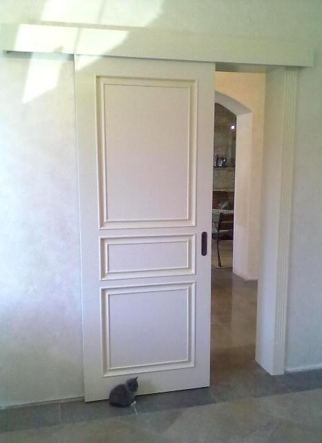 глухая раздвижная межкомнатная дверь