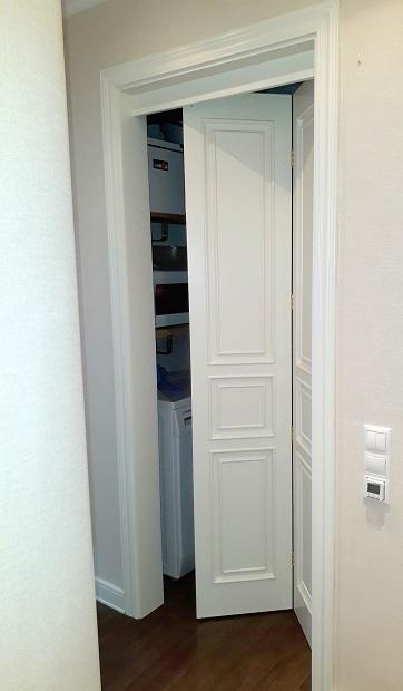 складная межкомнатная дверь книжка глухая белая