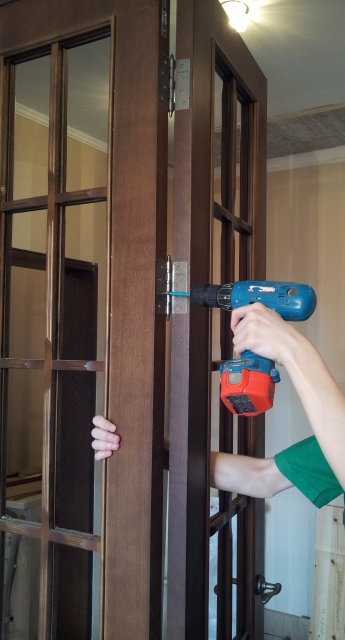 установка двери гармошки